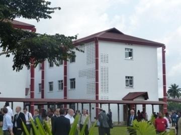 Construction du Bâtiment 9 de l'ISTAC (9 salles de classe, un amphithéâtre, 4 plateaux-laboratoires et une résidence étudiante 96 chambres)